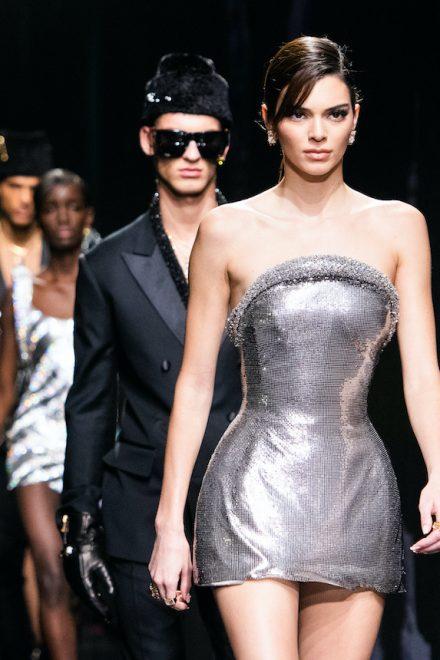 Hommage an die Gleichberechtigung bei Versace