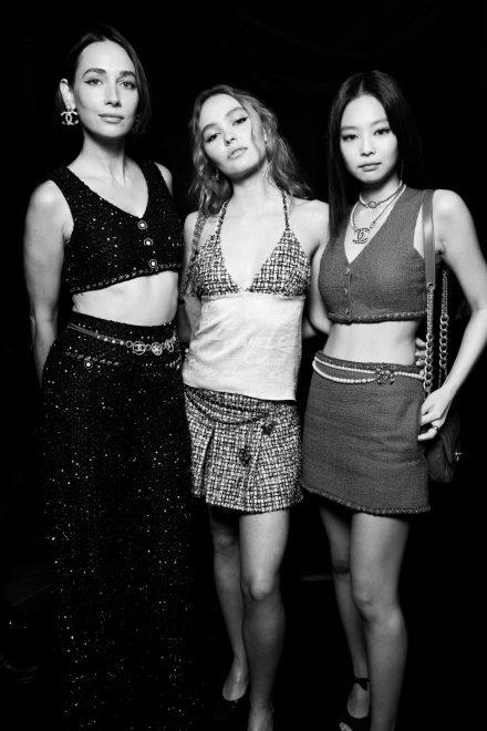 Die Stars besuchen die Chanel Spring-Summer 2022 Ready-to-Wear Show